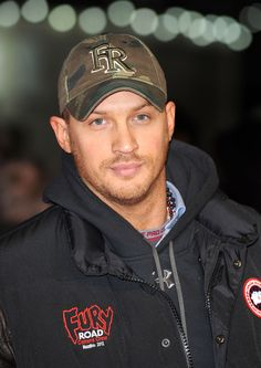 """What Tom Hardy Wore To The London Premiere Of """"Jack Reacher"""""""