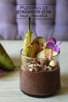 seed pudding, all chocolate! - santé -Chia seed pudding, all chocolate! - santé - Josep Maria Ribé Pistazienschnitten Sicily by Matthias Ludwigs Raw Food Recipes, Sweet Recipes, Dessert Recipes, Healthy Recipes, Chia Vegan, Chia Pudding, Chocolate Pudding, Chocolate Chocolate, No Cook Desserts