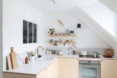 Comment réaliser une cuisine en contreplaqué// Hellø Blogzine blog deco & lifestyle www.hello-hello.fr Sweet Home, Kitchen Cabinets, Decor, Furniture, Kicthen, House, Kitchen, Cabinet, Home Decor