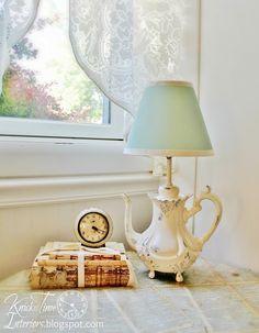 Knick of Time: Teapot Lamp Makeover Cool Stuff, Vintage Farmhouse, Farmhouse Decor, Vintage Mom, Vintage Style, Lamp Makeover, Decorating Blogs, Shabby Chic Decor, Decoration