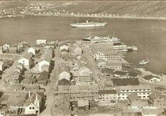 Finnmark fylke Hammerfest oversikt over byen og havnen Utg Amundsen brukt 1956