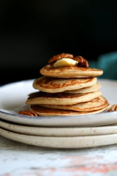 These Vegan Banana Oat Pancakes need just 7 ingredients and a blender. Gluten-free, satisfying and delicious Banana Oatmeal Pancakes breakfast! Banana Oatmeal Pancakes, Banana Oats, Vegan Pancakes, Vegan Breakfast Recipes, Vegan Recipes, Brunch Recipes, Free Recipes, Banana Madura, Plant Based Breakfast