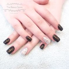 Book your #Gorgeous #Geloverlays - #bluesky #blackpool #blackoverlays with #silver #glitter #accentnail today on 01376 560 600