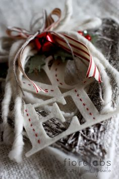 Ornament idea: noel, heart, ribbon...cute idea!!! Countrypainting&labrador: Cuori cuori cuori... ancora Natale
