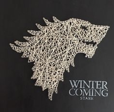 Game of Thrones String Art, house Stark 1 Game Of Thrones Decor, Game Of Thrones Gifts, Game Of Thrones Party, Geek Crafts, Diy Arts And Crafts, Fun Crafts, String Art Diy, Game Of Trones, Geek Gadgets