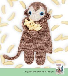 Gehaakte aap, crochet monkey, amigurumi (a la Sasha) | Happy in Red