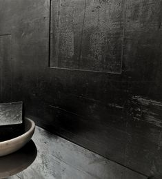 New #bathroomwall by KREADIANO #limeplaster Antika structure 09 and our #surfacefinish Black Coffee  #walldesign #wallcovering #kalkputz #limeplaster