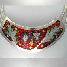 flower necklace Robin Phillips