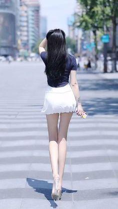Girl Senior Pictures, Korean Girl Fashion, Dress Shapes, Great Legs, Japan Girl, Beautiful Asian Women, Girl Poses, Sexy Legs, Asian Woman