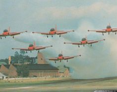 In 1962 from the Royal Air Force Central Flying School based at Kemble Airbase was formed the Red Pelicans aerobatic display team Red Arrow, Top Gun, Royal Air Force, Military Aircraft, Aviation, Generators, Jets, Arrows, Planes