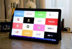Galaxy View más allá de la tableta   Con una pantalla de 18 pulgadas Samsung propone nuevas aplicaciones y actividades en grupo.  Primero fue el móvil después la tableta. Con el tiempo nació un híbrido el phablet móviles con pantalla de más de cinco pulgadas y menos de ocho. Desde hace dos años el mercado ha perpetuado este modelo con pocas excepciones el híbrido Surface de Microsoft y el iPad Pro de Apple. Mientras que ambas propuestas se centran en el gran público Samsung apunta al ocio…