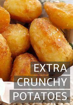 Crispy Roast Potatoes, Seasoned Roasted Potatoes, Potatoes In Oven, Roasted Potato Salads, Sunday Roast Potatoes, Perfect Roast Potatoes, Christmas Roast, Christmas Dinners, English Christmas Dinner