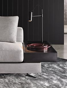 Minotti Sabeen table lamp black lacquered