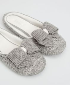 Knit bow mule slippers, null£ - Grey slippers with a tricotine bow. - Find  more trends in women fashion at Oysho .