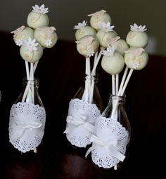 Cupcake: cute way to display cake pops