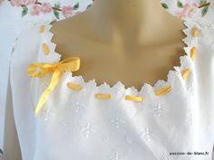 LINGE ANCIEN/Somptueuse chemise de jour brodée main sur toile de lin fin avec des abeilles brodées