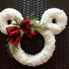 Christmas Wreaths To Make, Easter Wreaths, Holiday Wreaths, Holiday Crafts, Christmas Holidays, Disney Christmas Crafts, Disney Crafts, Diy Halloween Wreaths, Wreaths