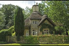 A Classic English Cottage/ I would so love to live here!