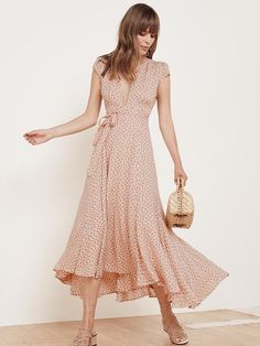The Laura Dress from Reformation is perfect for wine tasting or daytime brunch with the girls, style with low-heeled sandals and demure accessories for an ethereal look. Look Fashion, Fashion Outfits, Womens Fashion, Fashion Design, Fashion Details, Skirt Fashion, Fashion Trends, Laura Dresses, Dress Skirt