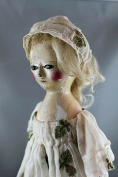 English Carved Wooden Queen Anne Doll : Lot 131