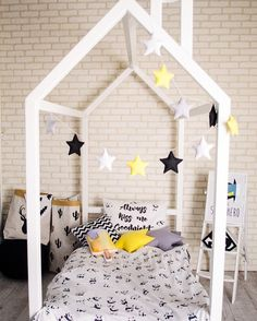 Kids black and white bedding set to buy on Etsy - Happy Spaces - boys room ideas, scandinavian style, kids bed, toddler room idea