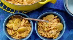 Leichter Eintopf, der an kühlen Tagen schön von innen wärmt: Kartoffel-Weißkohl-Ragout Familienessen | http://eatsmarter.de/rezepte/kartoffel-weisskohl-ragout