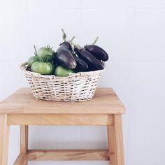 Un orgullo salir al jardín con una cesta y volver con esto Berenjenas  Tomates   Thanks @ignaciogmr  #huerto #fruit #happy #garden #fun #sun #berenjena #tomate #tomato #love #healthy #sano #yummy #food by cristinaneros