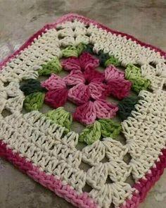 Transcendent Crochet a Solid Granny Square Ideas. Inconceivable Crochet a Solid Granny Square Ideas. Motifs Granny Square, Crochet Motifs, Granny Square Crochet Pattern, Crochet Blocks, Crochet Squares, Crochet Stitches, Crochet Patterns, Flower Granny Square, Rug Patterns