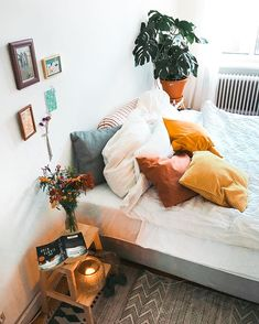 So cute home details. I love this interior design! It's a great idea for home decor. Cozy Home design. Dream Rooms, Dream Bedroom, Home Bedroom, Bedroom Decor, Bedroom Ideas, Bedrooms, Bedroom Designs, Diy Home Decor For Apartments, Aesthetic Rooms