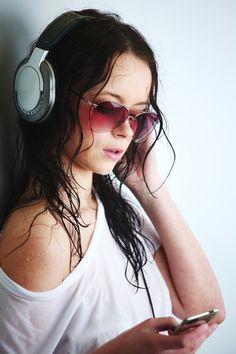 Sexy wid glasses n headphones..!!!