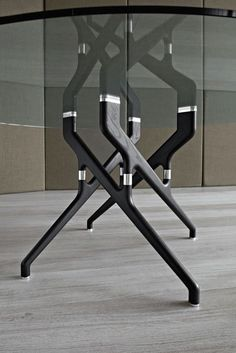 Mesa moderna / de vidrio / de fresno / redonda - TORSO by Gianluigi Landoni - Potocco