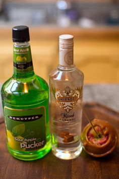 now this sounds yummy! Apple Pucker Drinks, Sour Apple Pucker, Liquor Drinks, Fun Drinks, Beverages, Drink Me, Smirnoff, Vodka Bottle, Halloween Party