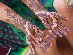 Got to do some really fun unique henna today (not tagging the bride yet since she wants to keep it a little under wraps). What do you think? #henna #mehndi #desiwedding #gorimehndiwali #oakland #bayareahenna #hennaloungemexico #bridalhenna  #sfhenna  #mehndimexico #mexicohenna #mehndirivieramaya #organichennamexico #beachhenna #tulumhenna #mehndiartist #hennainspire #hennalounge #weddinghenna #dulhan #destinationwedding #beachwedding #wedmegood #weddinginspiration #bridaldreams…