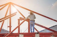Construction Welder Workers Installing Steel Frame Structure Of The House Roof At Building Construction Site With Clouds And Sky Royalty-Vrije Foto, Plaatjes, Beelden En Stock Fotografie. En Stock, House Roof, Steel Frame, Royalty, Fair Grounds, Construction, Clouds, Sky, Space