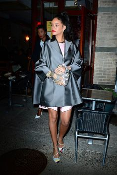 Racy Rihanna goes demure in pink dress at the Dior fashion show in NY Mode Rihanna, Rihanna Riri, Rihanna Style, Dior Fashion, Fashion Outfits, Rihanna Fashion, Fashion Killa, Celine, Looks Rihanna