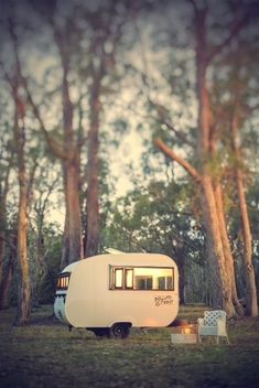 Myrtle & Mae - cute little caravan serving coffee & light refreshments in S. Tiny trailer - Vintage campers - Travel caravan <O> Retro Caravan, Retro Campers, Cool Campers, Vintage Campers, Tiny Camper, Camper Van, Vintage Rv, Vintage Hawaii, Camper Life