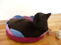 Handmade crochet pet bed cat basket gift for cat by MariAnnieArt