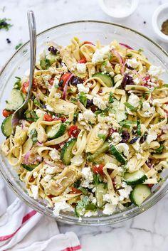 Greek Pasta Salad with Cucumbers and Artichoke Hearts - Healthy Food Cucumber Pasta Salad, Greek Salad Pasta, Pasta Salad Recipes, Soup And Salad, Quinoa Salad, Cucumber Water, Cucumber Recipes, Juicer Recipes, Shrimp Salad