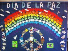 """DECORACIÓN DEL HALL  Nuestro """"hall"""" lo decoramos cada trimestre, suele ser temática, por ejemplo en el  día de la paz hacemos palomas de la paz y luego las colgamos; en el carnaval colgamos caretas y en primavera ponemos hojas y flores, y cada pasillo está decorado con dibujos y redacciones que hacemos en conjunto todos nosotros."""
