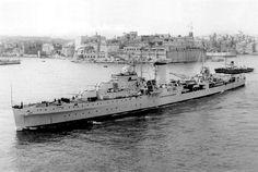 Hms Hood, Military Photos, Navy Ships, Exeter, Dance Photography, Royal Navy, Malta, Wwii, Vintage Photos
