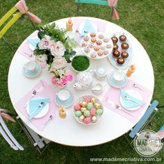 Easter table for the five o'clock tea - Marie Antoniette Style - Let them eat cake - Mesa de chá decorada para Páscoa - #spring #easter #marieantoniette #teatime