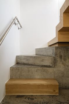 Concrete stair with timber insert detail, Northchurch Road by gpad london… Tile Stairs, Concrete Stairs, Concrete Houses, Basement Stairs, House Stairs, Concrete Floors, Timber Staircase, Stair Railing, Staircase Design