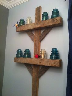 Antique insulators and barn wood became an awesome train electric pole for little boy train room Rustic Barn, Barn Wood, Rustic Decor, Western Decor, Western Rooms, Boys Train Room, Glass Insulators, Electric Insulators, Insulator Lights