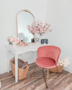 Small Space Living Room, Chairs For Small Spaces, Grey And Gold Bedroom, Pink Velvet Chair, Apothecary Decor, Old Room, Diy Home Decor Bedroom, Home Office Chairs, Beauty Room