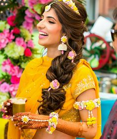 Indian bridal photoshoot fashion styles 30 Ideas for 2019 Wedding Looks, Bridal Looks, Bridal Style, Wedding Pics, Flower Jewellery For Mehndi, Flower Jewelry, Bridal Photoshoot, Photoshoot Fashion, Indian Bridal Hairstyles
