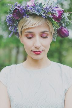 This floral hair crown is simply amazing! From http://www.100layercake.com/blog/2015/01/13/modern-vintage-floral-inspiration-bright-colorful-wedding-flowers/ Photo Credit: http://www.umdiadesonho.com/ Floral Design by http://www.pingaamor.com/
