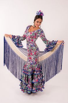 Baeza-Coleccion Tokio 2015-El Ajoli-Trajes de flamenca Flamenco Costume, Flamenco Dancers, Flamenco Dresses, Outfits For Spain, Spanish Fashion, Spring Trends, Fashion Accessories, Bell Sleeve Top, Clothes