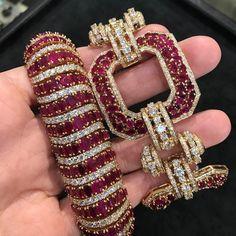(@rayaalkhalifa) Rubies & Diamonds Set In Gold ❣️ @Rakyans @djweofficial