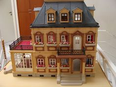 The Playmobil Victorian mansion was one of my favourite toys - I even had working electric lights in mine!