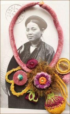 """Collier """" Rose au Levant """"  textile et crochet                                                                                                                                                      Plus"""